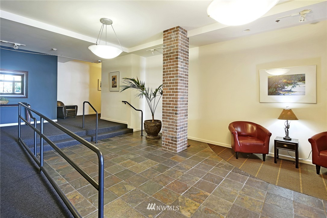 Sold Property | 7116 Greenwood Avenue N #403 Seattle, WA 98103 27