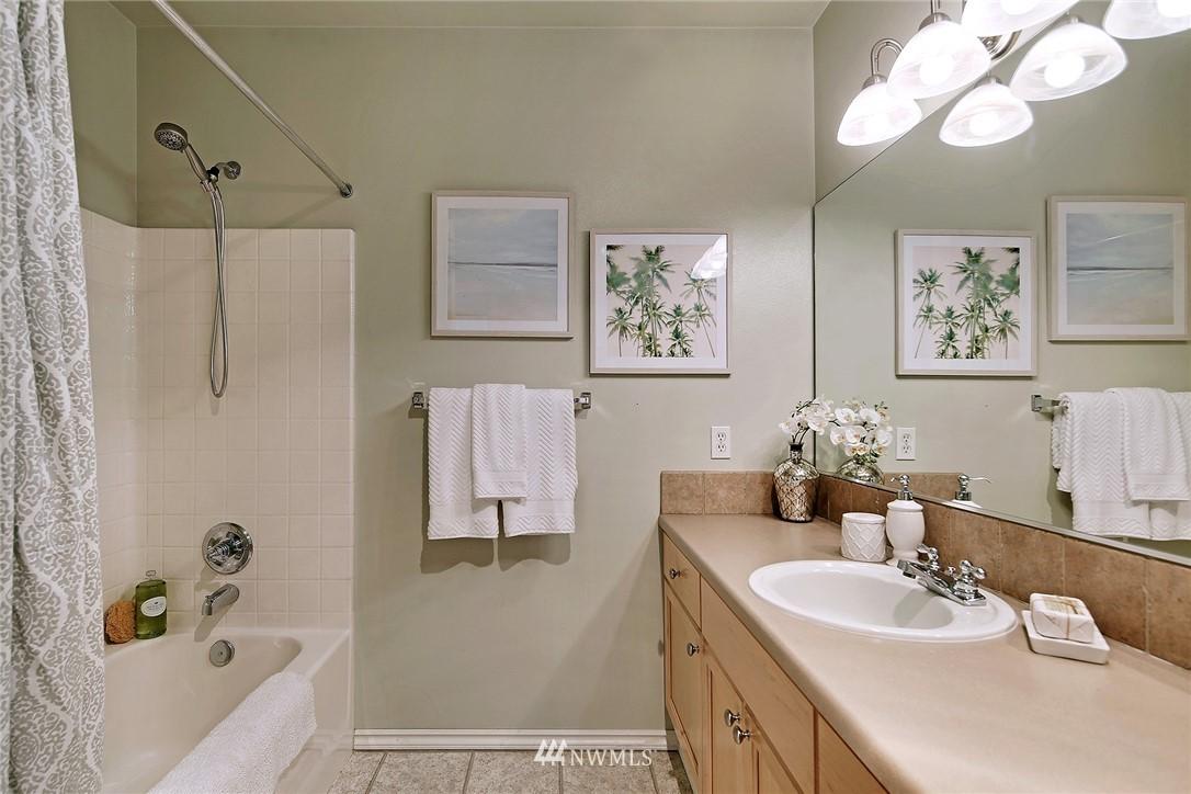 Sold Property | 7116 Greenwood Avenue N #403 Seattle, WA 98103 22