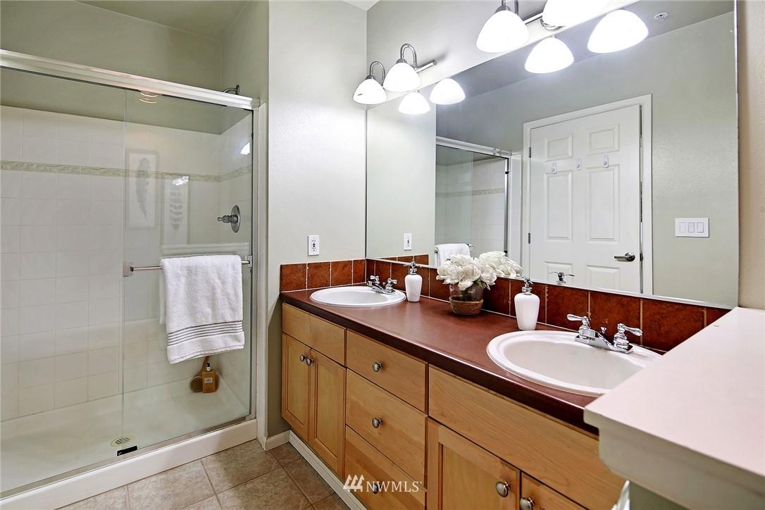 Sold Property | 7116 Greenwood Avenue N #403 Seattle, WA 98103 19