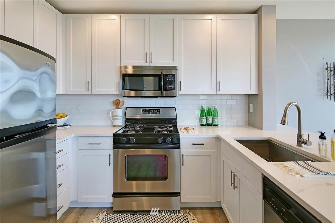 Sold Property | 7116 Greenwood Avenue N #403 Seattle, WA 98103 8