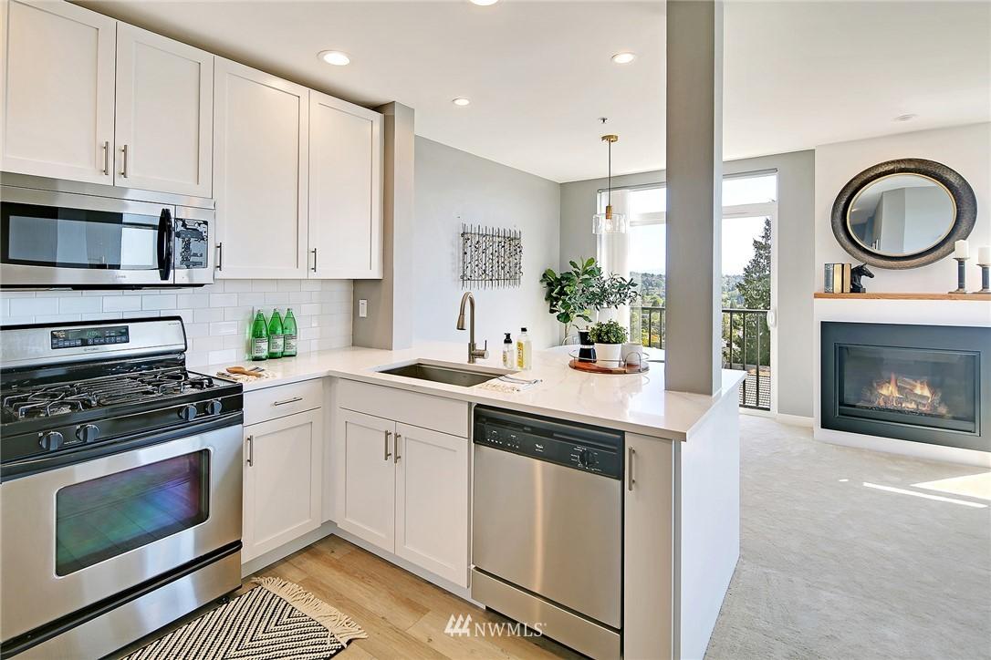 Sold Property | 7116 Greenwood Avenue N #403 Seattle, WA 98103 10