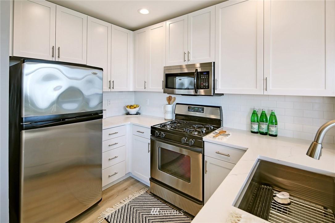 Sold Property | 7116 Greenwood Avenue N #403 Seattle, WA 98103 9