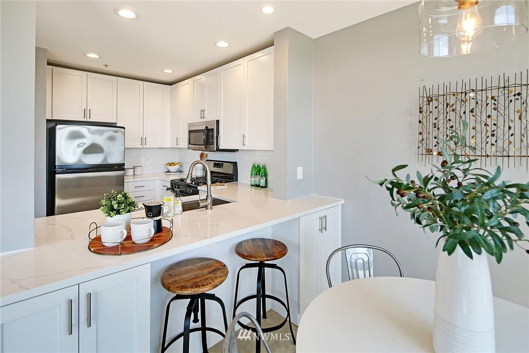 Sold Property | 7116 Greenwood Avenue N #403 Seattle, WA 98103 13