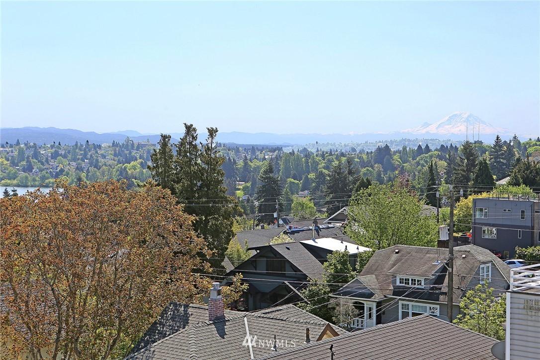 Sold Property | 7116 Greenwood Avenue N #403 Seattle, WA 98103 5
