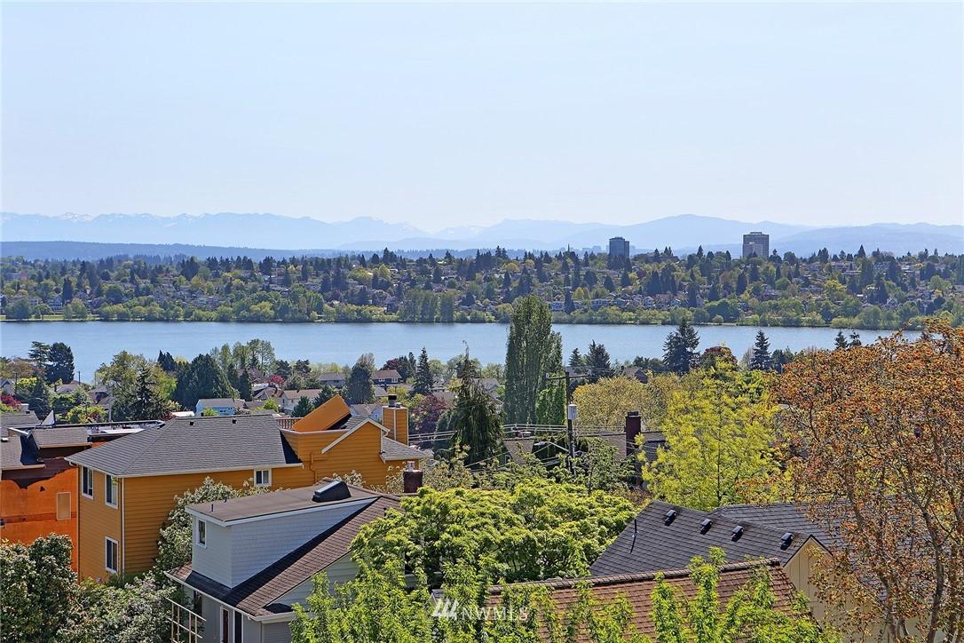 Sold Property | 7116 Greenwood Avenue N #403 Seattle, WA 98103 4