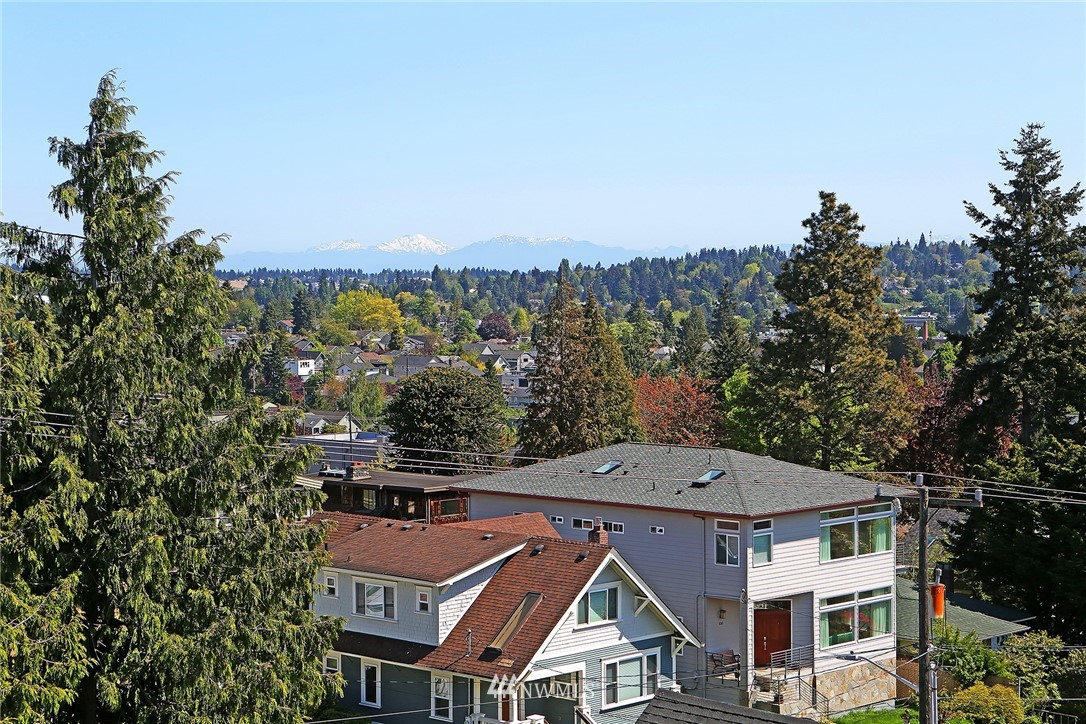 Sold Property | 7116 Greenwood Avenue N #403 Seattle, WA 98103 30