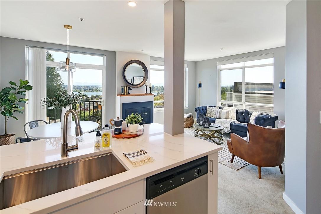 Sold Property | 7116 Greenwood Avenue N #403 Seattle, WA 98103 3