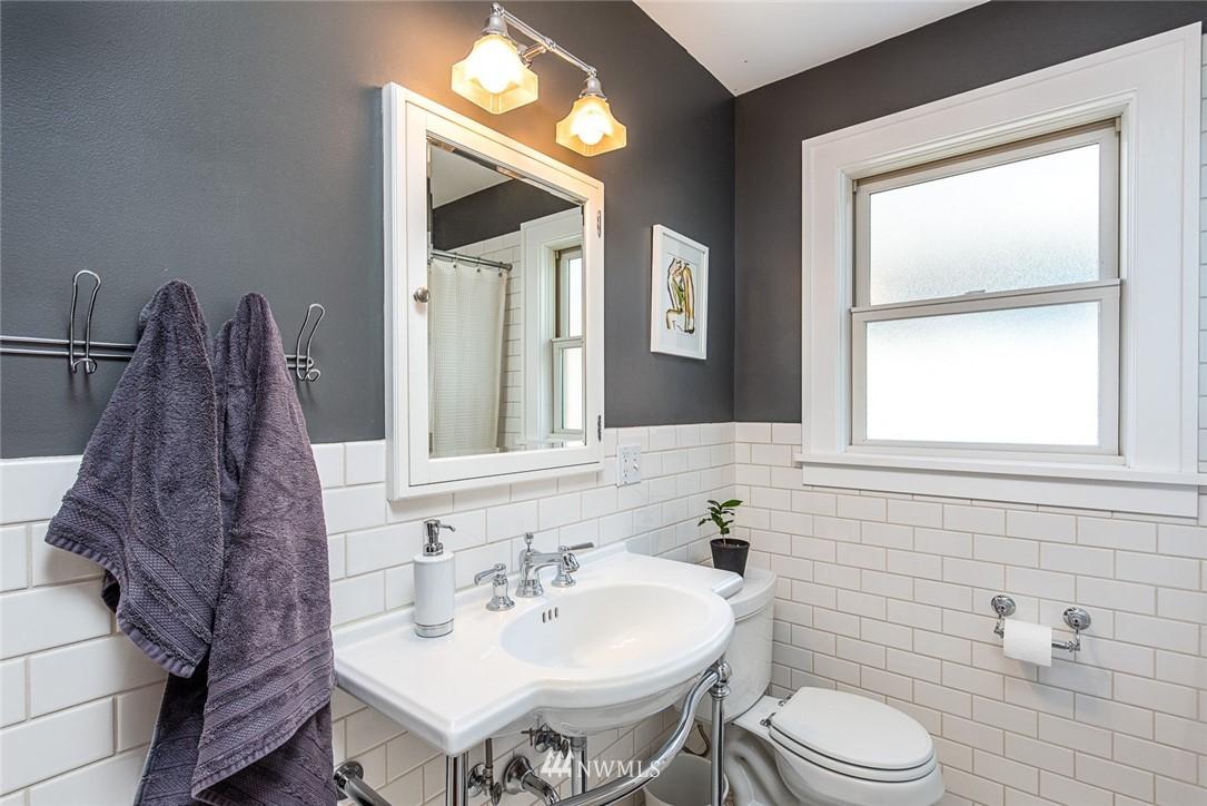 Sold Property | 102 NE 60th Street Seattle, WA 98115 7