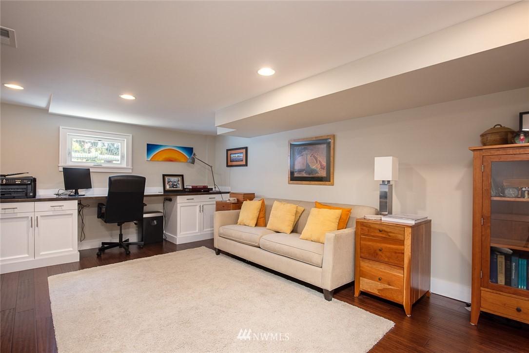 Sold Property | 102 NE 60th Street Seattle, WA 98115 9