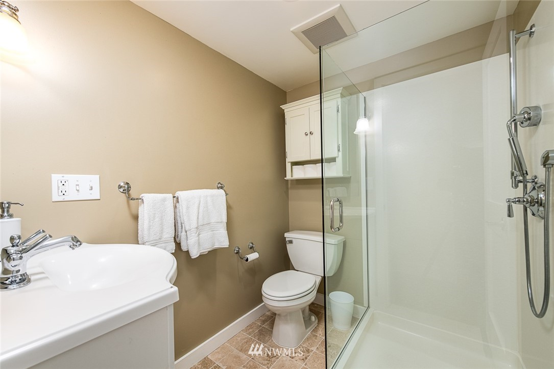 Sold Property | 102 NE 60th Street Seattle, WA 98115 13