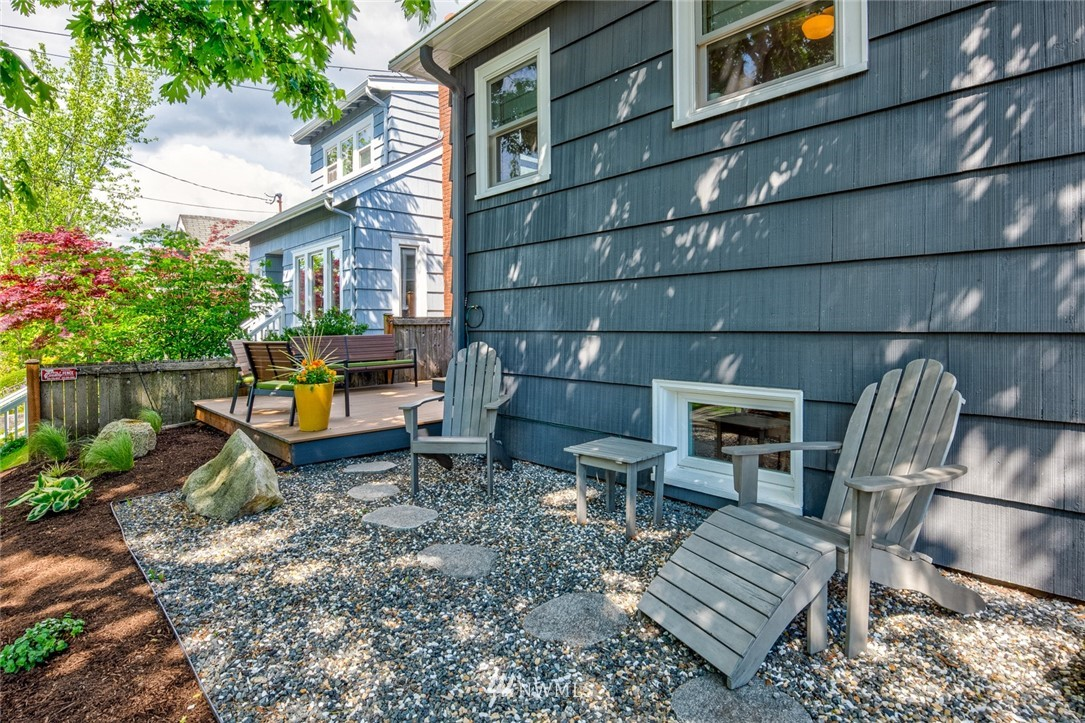 Sold Property | 102 NE 60th Street Seattle, WA 98115 16