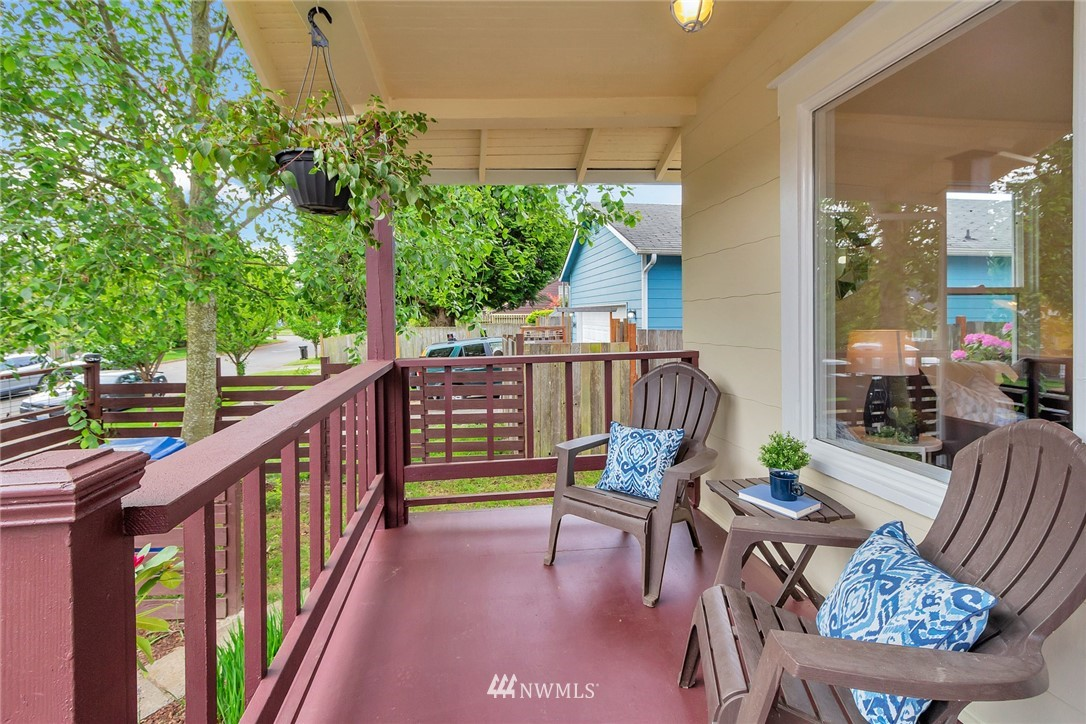 Sold Property | 8641 17th Avenue SW Seattle, WA 98106 2