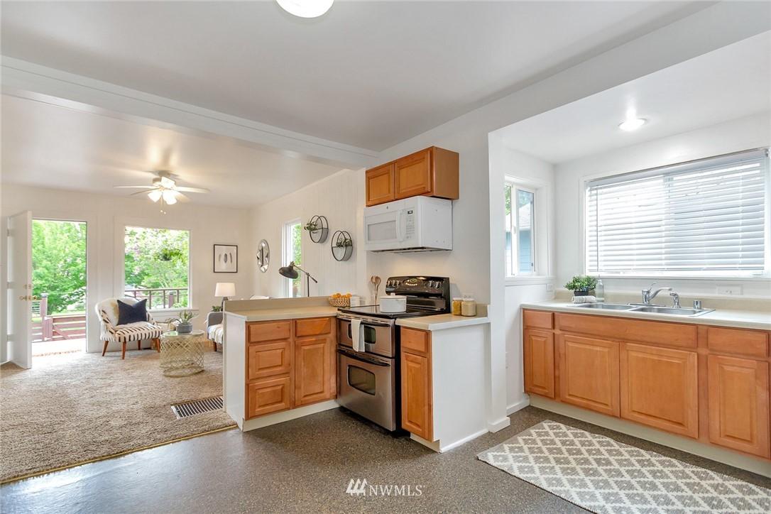 Sold Property | 8641 17th Avenue SW Seattle, WA 98106 4