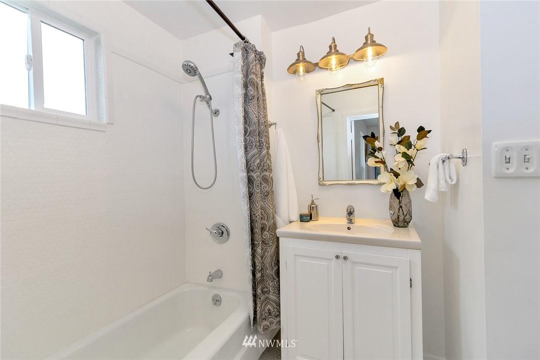 Sold Property | 8641 17th Avenue SW Seattle, WA 98106 10