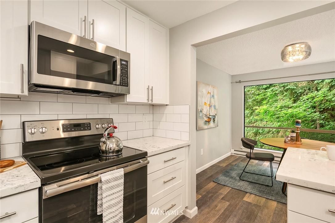 Sold Property | 13739 15th Avenue NE #B10 Seattle, WA 98125 3