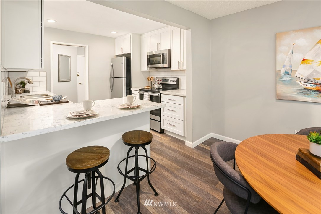 Sold Property | 13739 15th Avenue NE #B10 Seattle, WA 98125 5