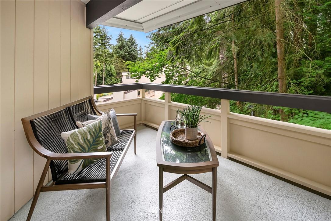 Sold Property | 13739 15th Avenue NE #B10 Seattle, WA 98125 12