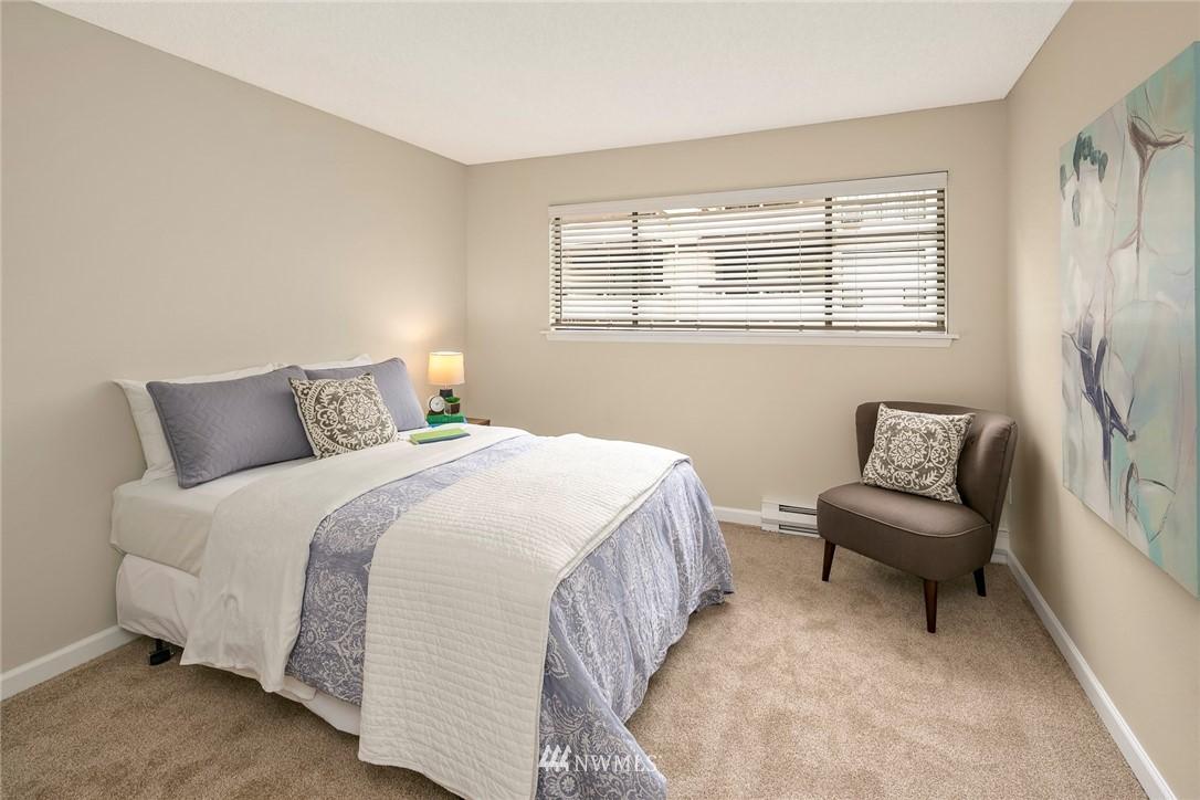 Sold Property | 13739 15th Avenue NE #B10 Seattle, WA 98125 18