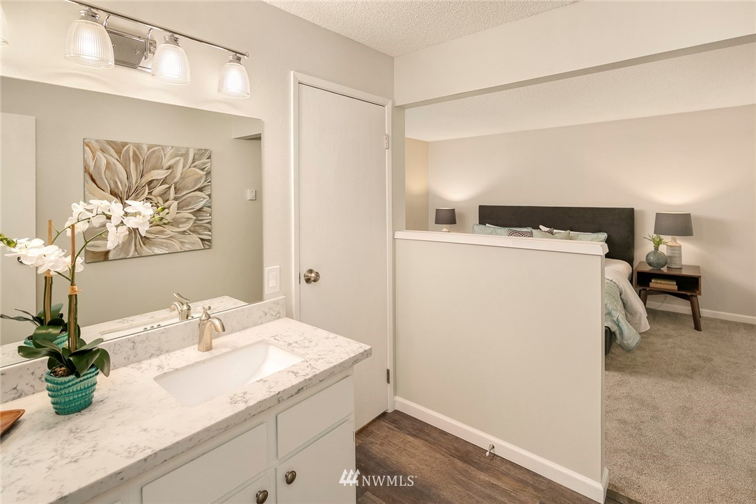 Sold Property | 13739 15th Avenue NE #B10 Seattle, WA 98125 19