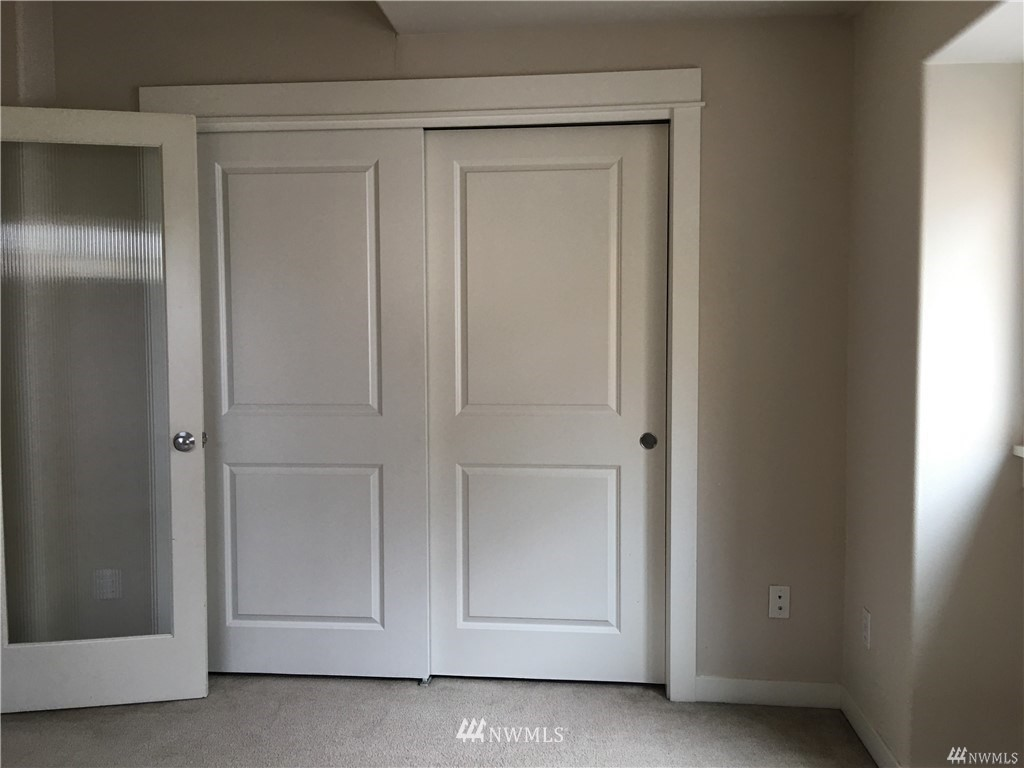 Sold Property | 4612 Interlake Avenue N Seattle, WA 98103 7