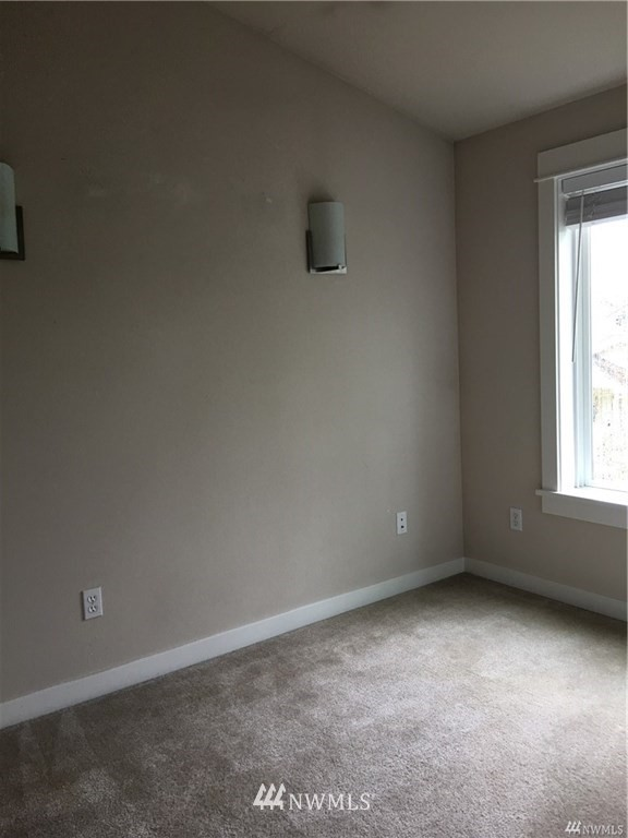Sold Property | 4612 Interlake Avenue N Seattle, WA 98103 9