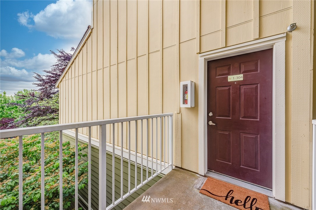 Sold Property | 300 N 130 Street ##1304 Seattle, WA 98133 3