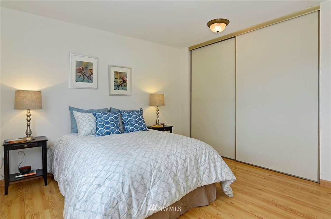 Sold Property | 12035 32nd Avenue NE #305 Seattle, WA 98125 11