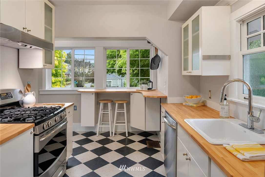 Sold Property   6556 Division Avenue NW Seattle, WA 98117 10