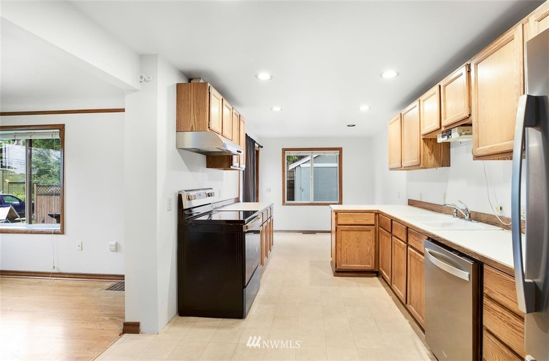 Sold Property | 1016 NW 80th Street Seattle, WA 98117 10