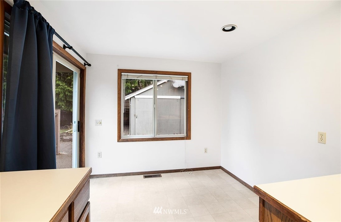 Sold Property | 1016 NW 80th Street Seattle, WA 98117 11