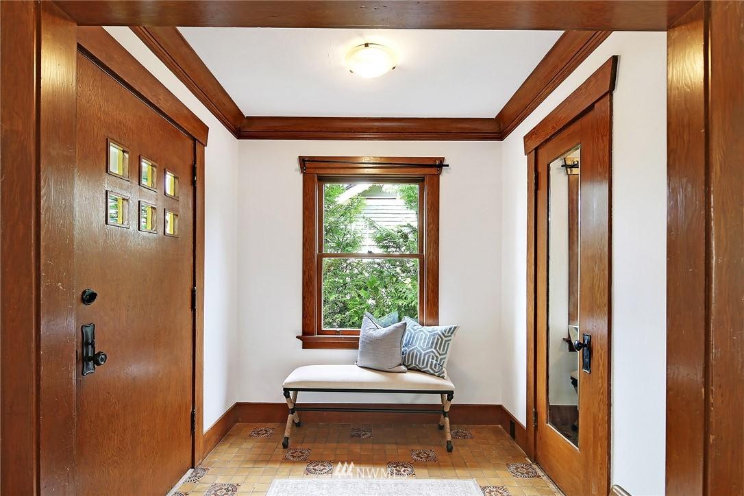 Sold Property   5516 Woodlawn Avenue N Seattle, WA 98103 4