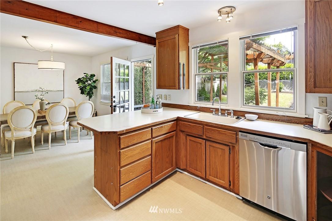 Sold Property   5516 Woodlawn Avenue N Seattle, WA 98103 12