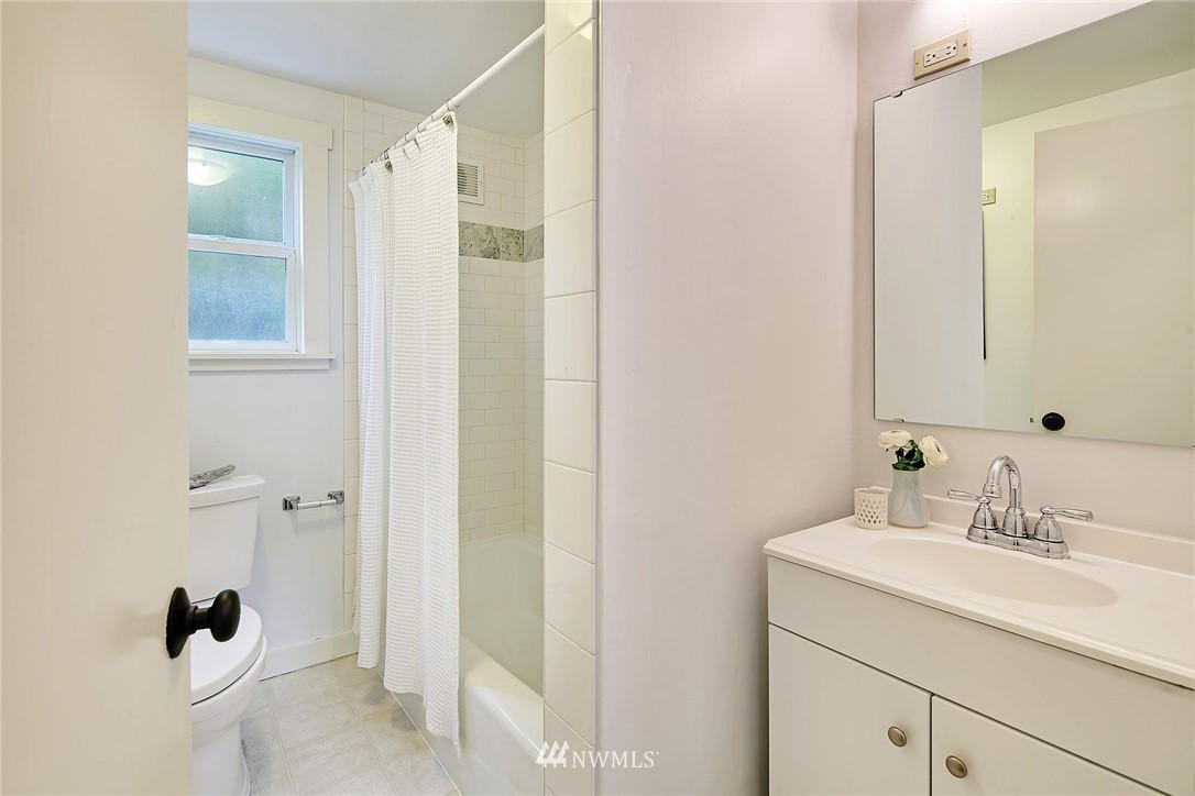 Sold Property   5516 Woodlawn Avenue N Seattle, WA 98103 14