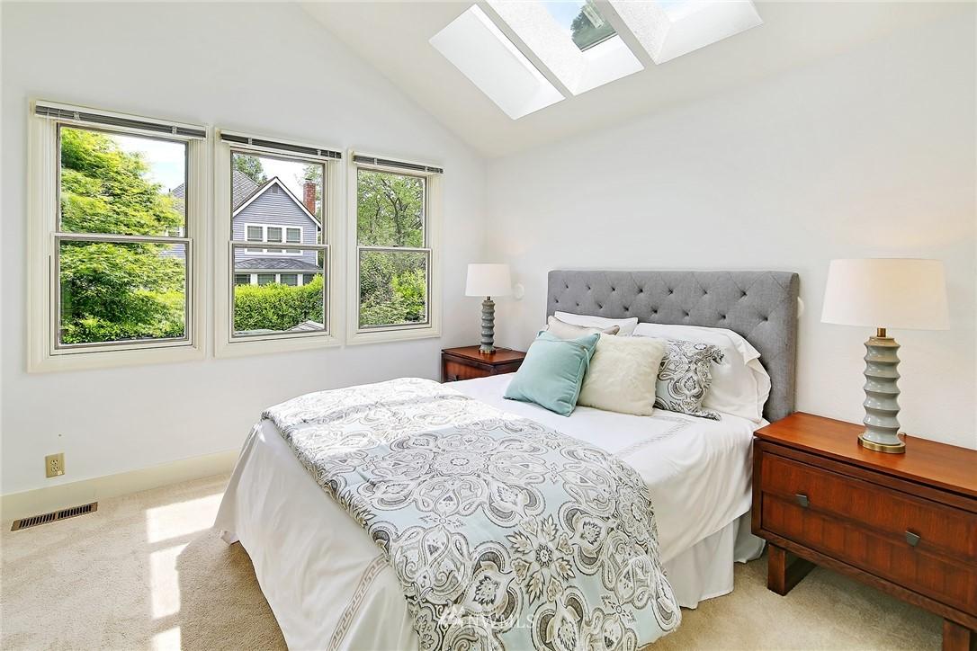 Sold Property   5516 Woodlawn Avenue N Seattle, WA 98103 15