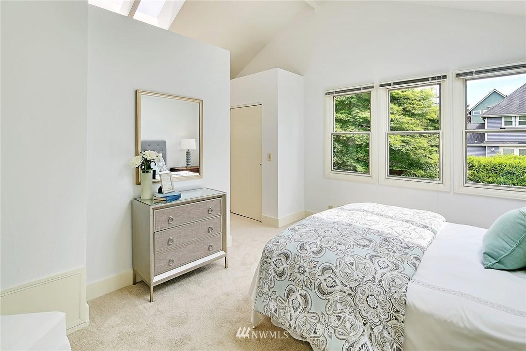 Sold Property   5516 Woodlawn Avenue N Seattle, WA 98103 16
