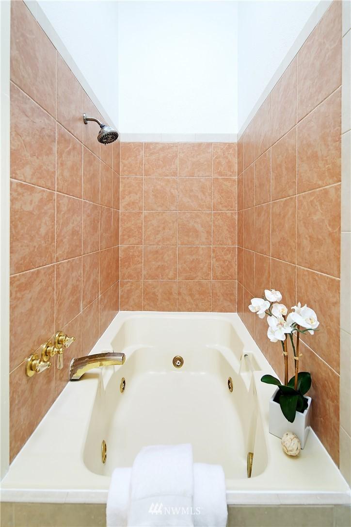 Sold Property   5516 Woodlawn Avenue N Seattle, WA 98103 18