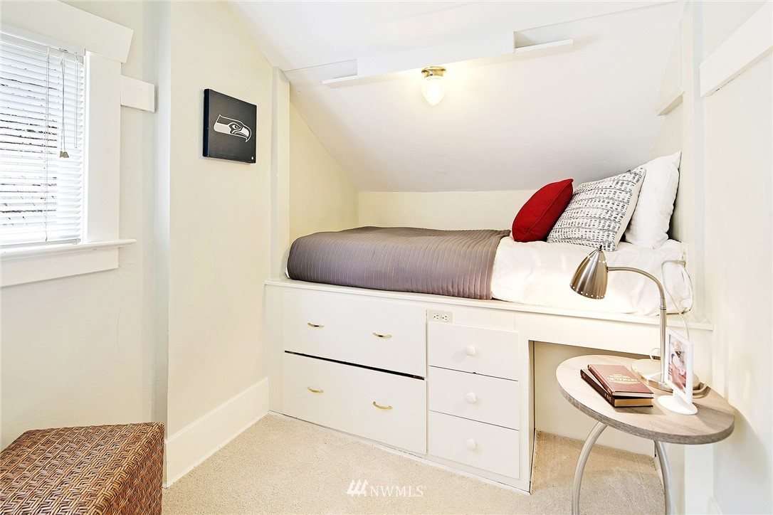 Sold Property   5516 Woodlawn Avenue N Seattle, WA 98103 22