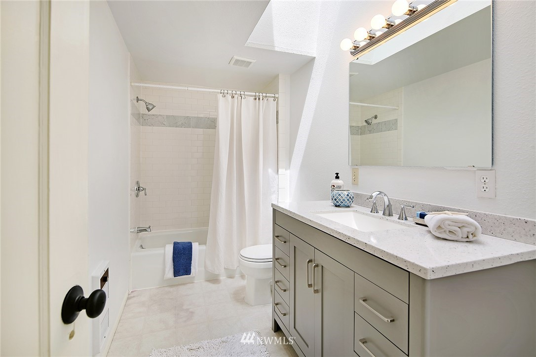Sold Property   5516 Woodlawn Avenue N Seattle, WA 98103 24