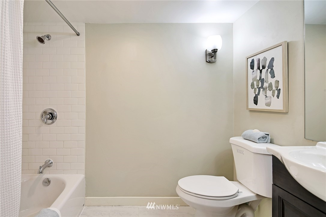 Sold Property   5516 Woodlawn Avenue N Seattle, WA 98103 28