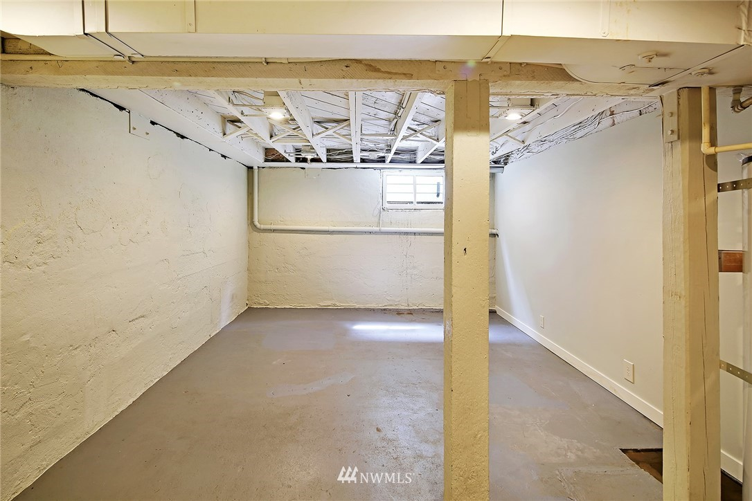 Sold Property   5516 Woodlawn Avenue N Seattle, WA 98103 30