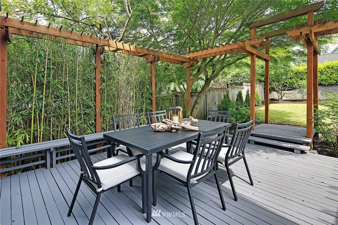 Sold Property   5516 Woodlawn Avenue N Seattle, WA 98103 32