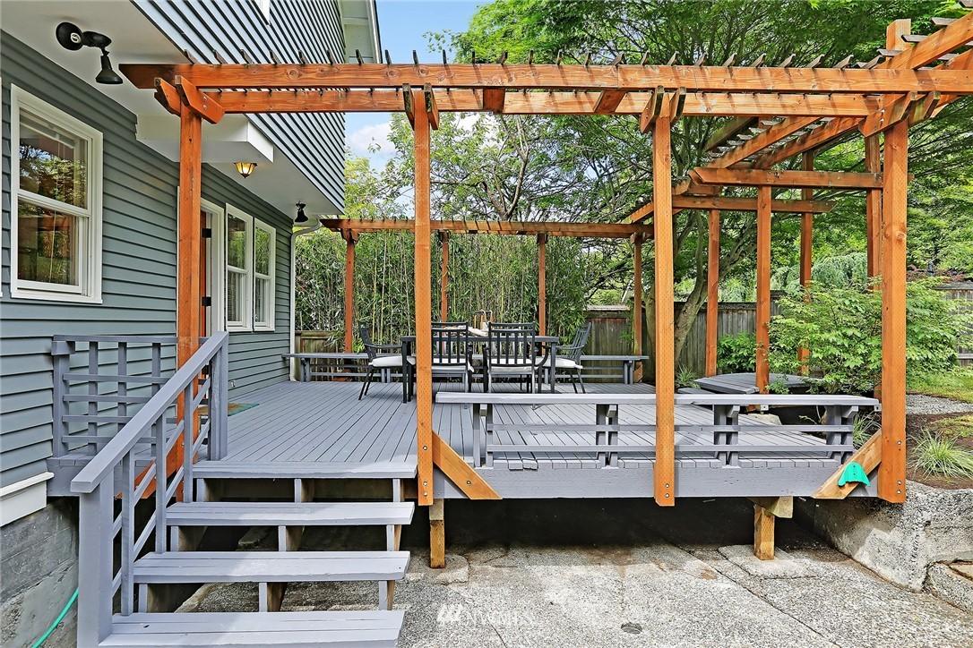 Sold Property   5516 Woodlawn Avenue N Seattle, WA 98103 36