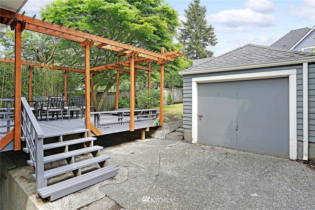 Sold Property   5516 Woodlawn Avenue N Seattle, WA 98103 37