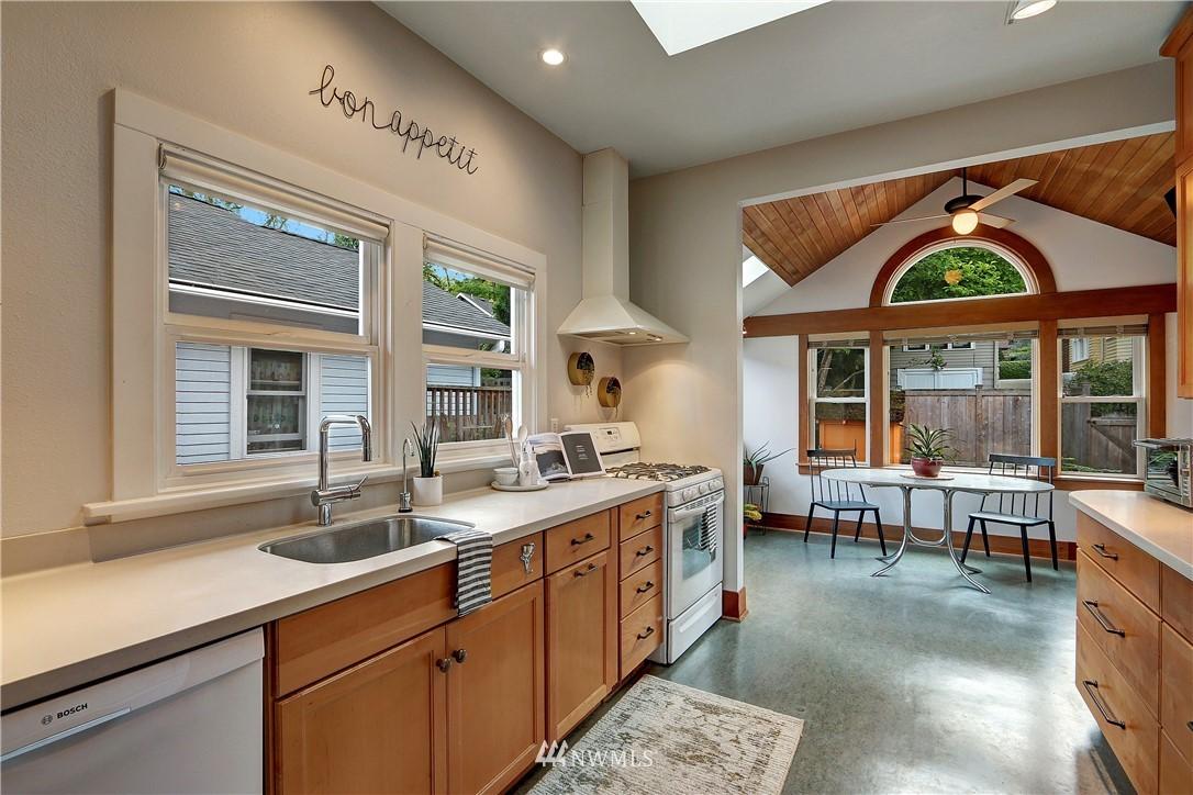 Sold Property   4655 Eastern Avenue N Seattle, WA 98103 10
