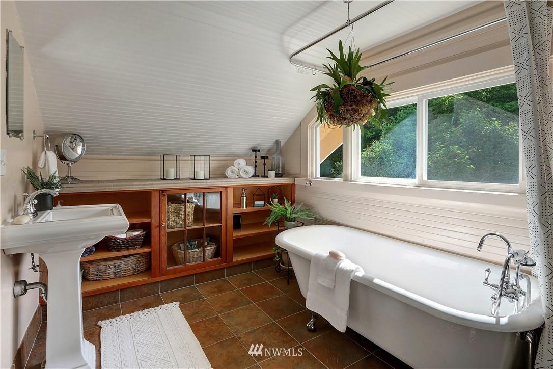 Sold Property   4655 Eastern Avenue N Seattle, WA 98103 20