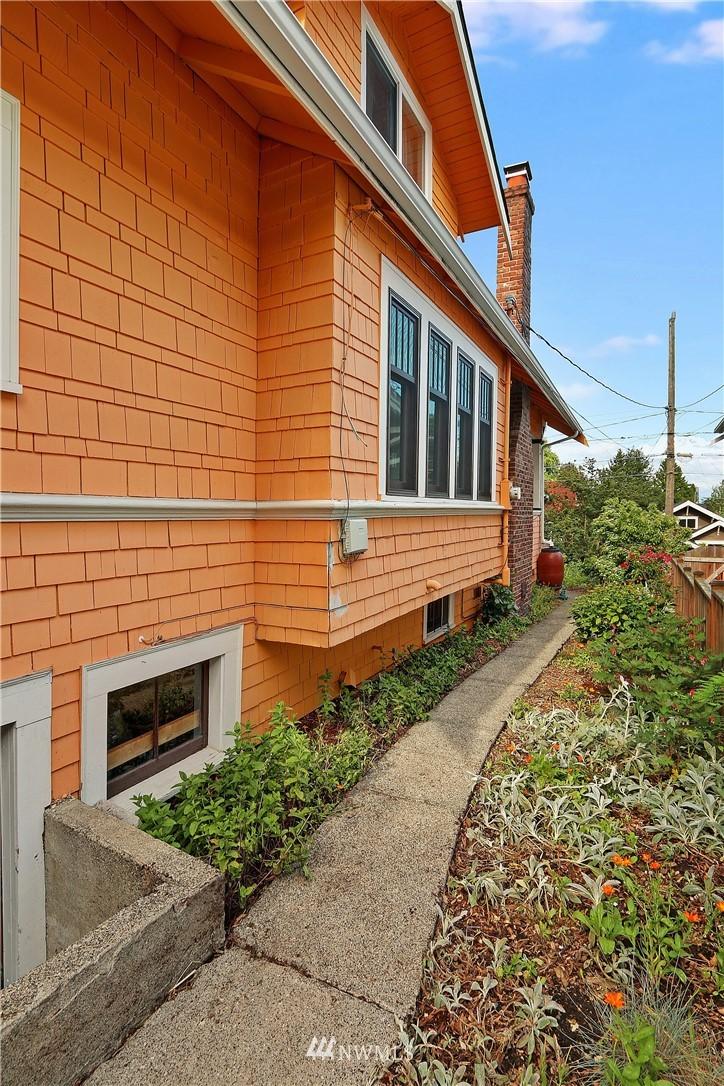 Sold Property   4655 Eastern Avenue N Seattle, WA 98103 25