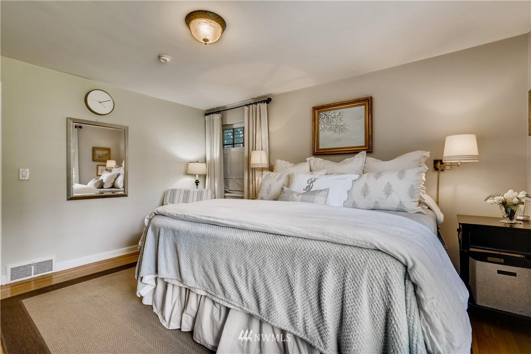 Sold Property   3022 42nd Avenue W Seattle, WA 98199 12
