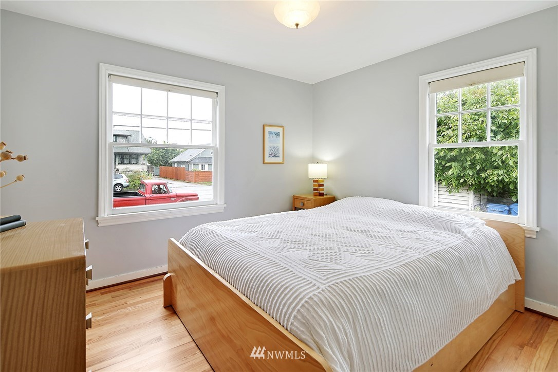 Sold Property | 6117 SW Admiral Way Seattle, WA 98116 8