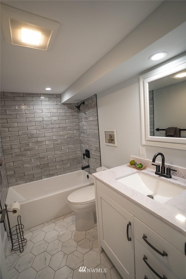 Sold Property | 2824 35th Avenue W Seattle, WA 98199 18