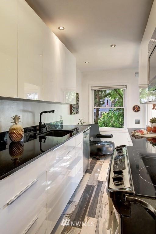 Sold Property   1136 13th Avenue #B Seattle, WA 98122 8
